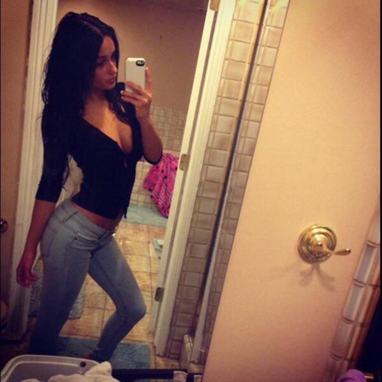 Badchix Girls and their tight Jeans