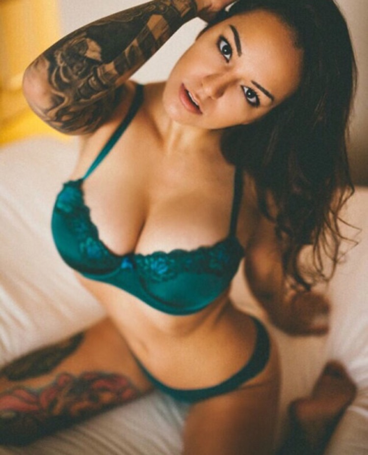 tattooed girls are sexy in our book