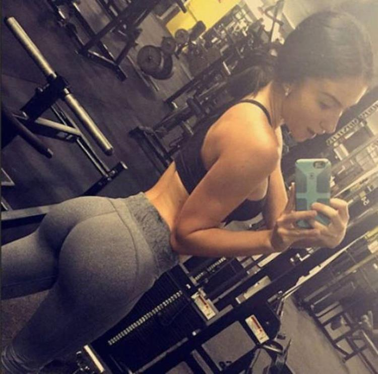 yoga pants seen on badchix.com